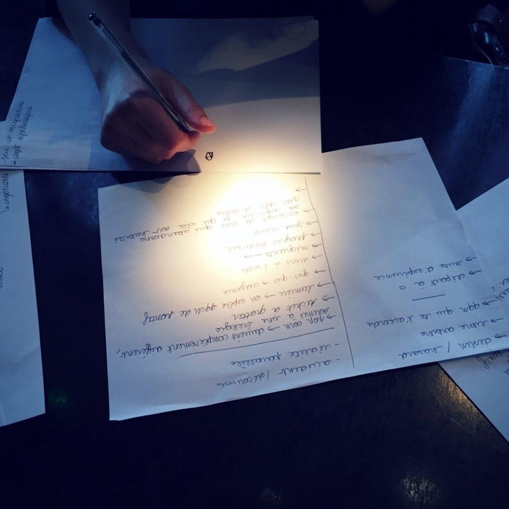 Etudiant au travail pour illustrer le programme doctoral de l'Institut Français de la Mode